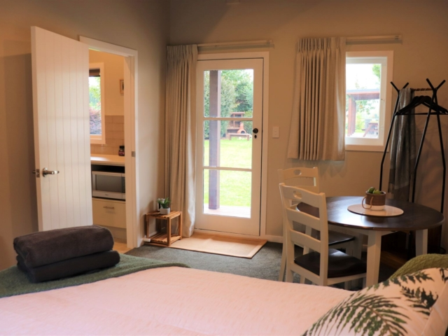 Woolf Room (bedroom 1) – Awenydd Cottage B&B, Ohaupo